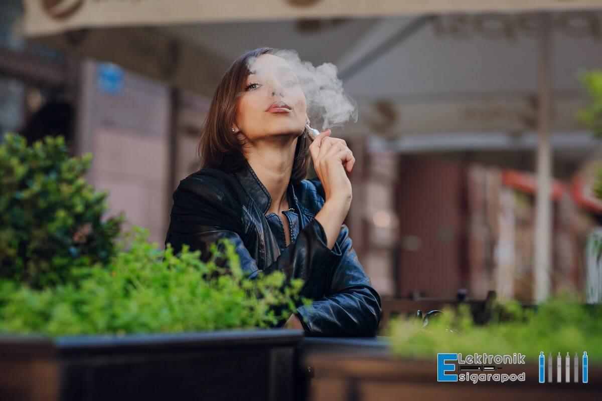 Elektronik Sigara İçen Kadın İmajı