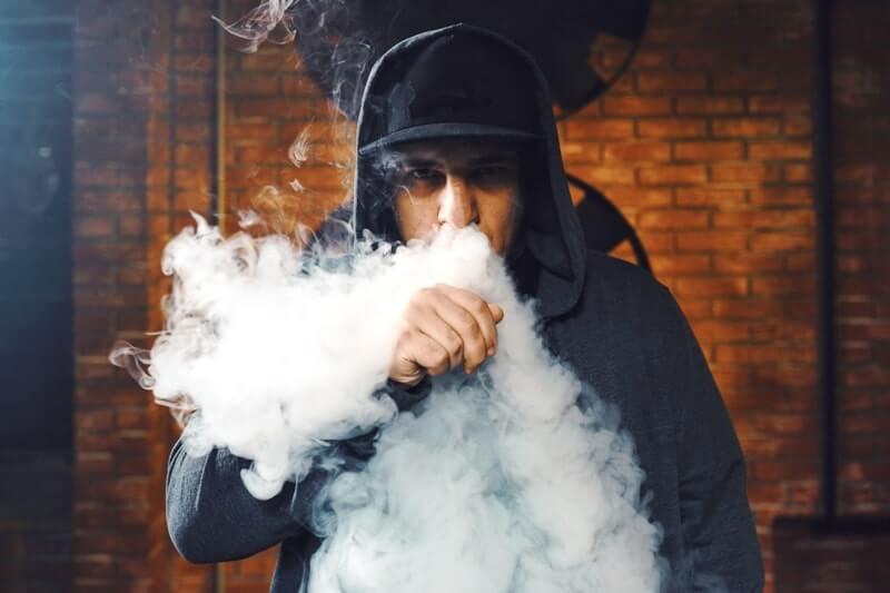 E sigara kullanımı sonucu çıkan yoğun buhar