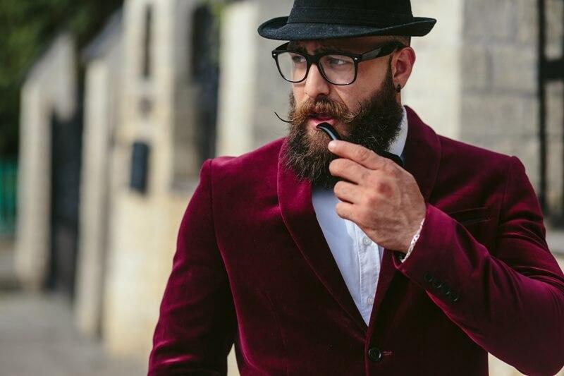 E-sigara içen adam